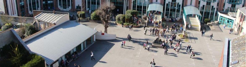cour-college-lycee-saint-jean-et-la-croix